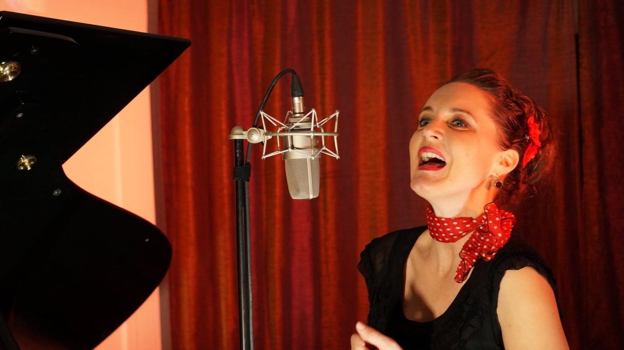 Chanteuse Live music piano bar au restaurant au cadet de gascogne paris montmartre