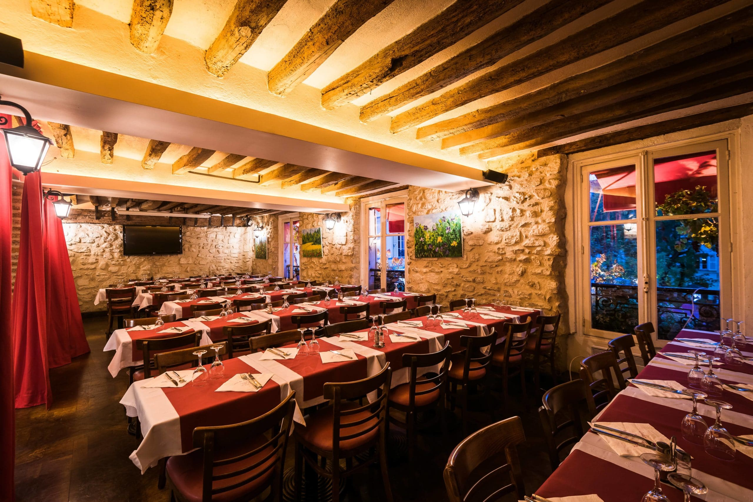 Restaurant Au Cadet de Gascogne private room to hire in Montmartre on first floor, by night